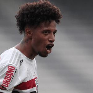 Após garantir empate para o São Paulo, Tchê Tchê desabafa: 'Só eu e minha família sabemos o que temos passado'