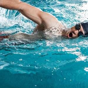 Como melhorar a braçada treinando dentro da água