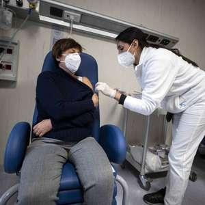 Itália começa aplicação de 2ª dose de vacina anti-Covid
