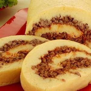 Rocambole de batata e carne moída para um jantar delicioso