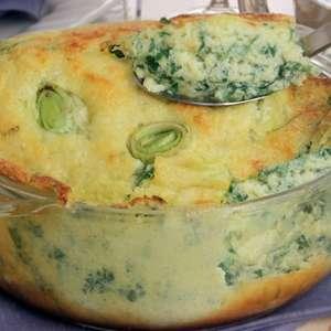 Suflê de espinafre com alho-poró para o almoço