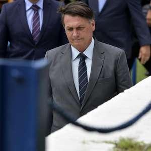 Bolsonaro reaparece após 24h 'sumido', mas ignora vacina