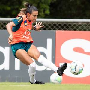 Marta rebate Bolsonaro após crítica ao futebol feminino