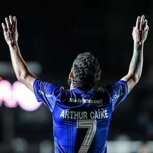 Arthur Caike dá 'prazo longo' para o Cruzeiro acertar pendências após sua ida para o futebol japonês