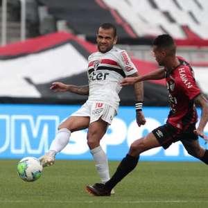 Diniz defende Daniel Alves após empate do São Paulo, mas ...