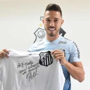Jean Mota completa 200 jogos pelo Santos e recebe ...