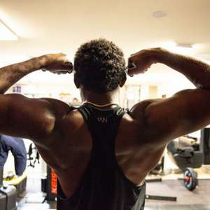 Em preparação para estrear nos pesados, Jon Jones aparece com 113kg e impressiona: 'Estou pronto para aceitar qualquer desafio'