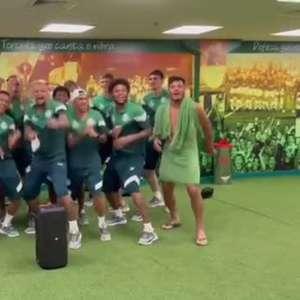 """PALMEIRAS: """"1,2,3,4!"""" Felipe Melo e jogadores comemoram goleada com música no vestiário do Allianz Parque"""