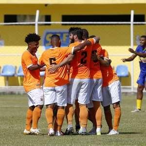 Nova Iguaçu vence o Sampaio Corrêa-RJ e assume a ...