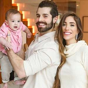 """Alok e Romana celebram o primeiro mês da filha Raika: """"Bonequinha"""""""