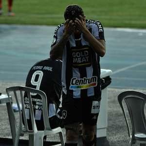 Botafogo toma virada e precisa de 100% para evitar queda