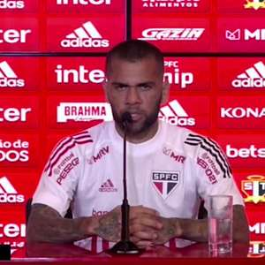 """SÃO PAULO: Daniel Alves lista motivos da queda de rendimento do time na reta final do Brasileiro: """"estávamos tendo momento muito bom e ele passou"""""""
