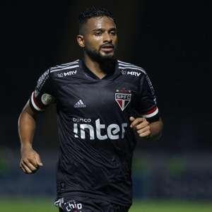 Reinaldo, do São Paulo, comenta sobre goleada sofrida: ...