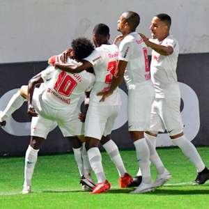 Claudinho decide e entra na disputa pela liderança do Brasileirão