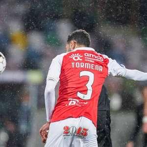 Zagueiro brasileiro marca gol decisivo, brilha contra o ...