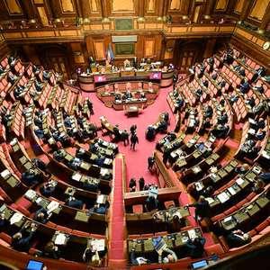 Premiê da Itália recebe apoio para aumento do déficit