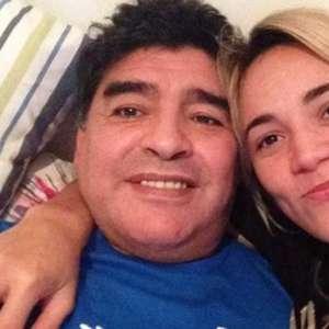 Ex de Maradona acusada de usar o cartão dele após sua morte