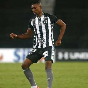 Botafogo aceita proposta do Cruz Azul por Kanu, mas exige gatilhos de produtividade para selar acordo