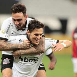 Corinthians bate o Sport por 3 a 1 e segue na briga pelo G6