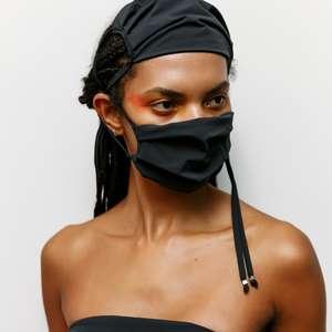 Amir Slama lança máscara que vira top, bolsa, bandana e tanga