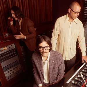 Weezer lança clipe analógico sobre vício em tecnologia ...