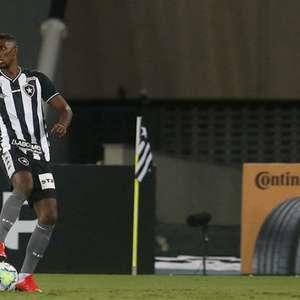 E agora? Saída de Kanu deixa o Botafogo com preocupação redobrada em seu setor defensivo