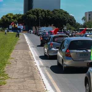 Centro de Brasília tem carreata pró-impeachment de Bolsonaro