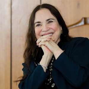 Regina Duarte ataca vacinação, que Gabriela Duarte comemora