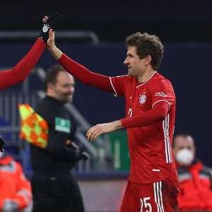 Bayern goleia o lanterna Schalke e segue isolado na ...