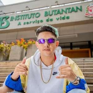 """Hino da vacina"" de MC Fioti ganha clipe gravado no Butantan"