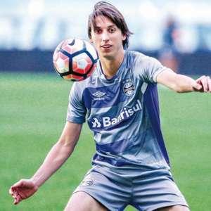 Por lesão no tornozelo, Pedro Geromel vira dúvida no Grêmio