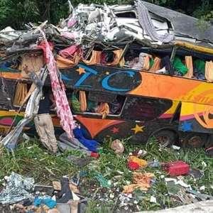 Acidente com ônibus no PR deixa 19 mortos e 30 feridos