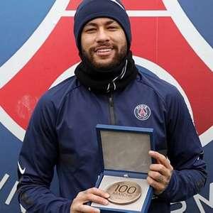 Neymar é homenageado pelo PSG com medalha pela marca de ...