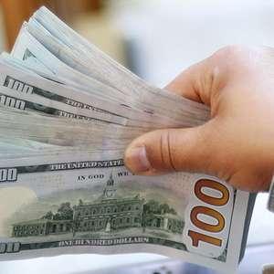 Dólar cai nos primeiros negócios atento a exterior e Guedes