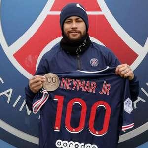 Neymar recebe homenagem do PSG após completar 100 jogos ...