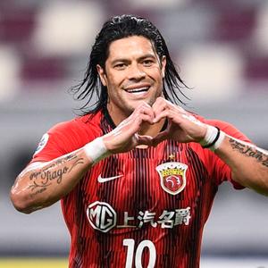 Flamengo está próximo de acertar com o Hulk, segundo site português