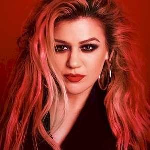Assista Kelly Clarkson fazendo cover de clássico da ...