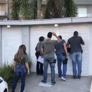 Polícia faz buscas em endereços do cantor Nego do Borel