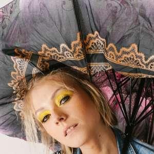 Carnaval em casa: como abusar das cores e dar um up na folia
