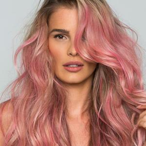Real? Yasmin Brunet chama atenção com cabelo rosa