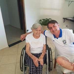 Prefeitura vai apurar 'cartão rasgado' de mãe de Bolsonaro