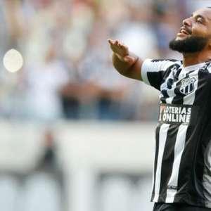 Vina antecipa o Fluminense e 'anuncia' transferência de Samuel Xavier: 'Vai dar bom lá no Fluzão'