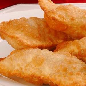 Pastel de feira: aprenda receitas com os recheios tradicionais