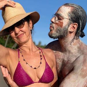 Fátima Bernardes viaja com Túlio e veste biquíni de R$ 478