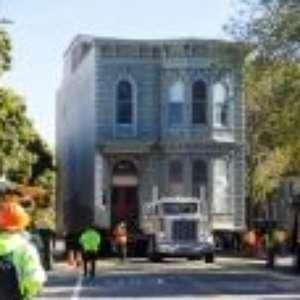 Casa de 139 anos é transportada inteira para outro endereço em San Francisco