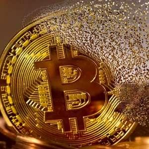 Bitcoin sofre maior queda da história e perde US$ 100 bi