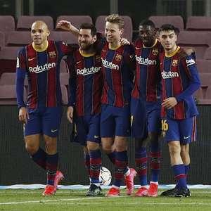 Com show de Messi, Barça vence e se aproxima dos líderes