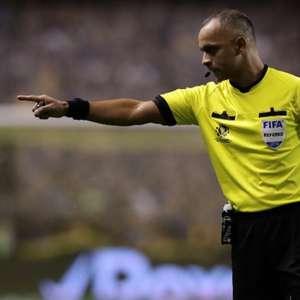 Árbitro de Internacional x Corinthians apitou jogo que revoltou corintianos neste Brasileirão