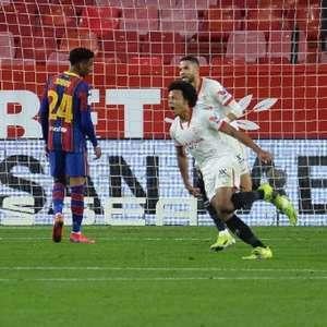 Manchester United não quer pagar multa de Jules Koundé, ...