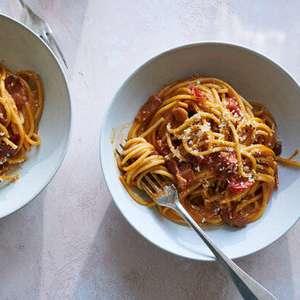 Carbonara com tomate? Receita do 'NYT' irrita italianos ...